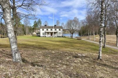 30 april 2018 - Det vackra prästgårds-området väntade på att få en ny uppgift.