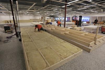 3 maj 2018 - Inne i gamla ÖoB-huset snickrades det innerväggar till nya shoppingcentret . . .