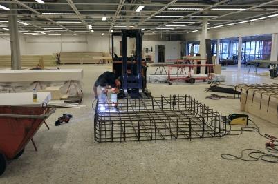 3 maj 2018 - . . . och svetsades diverse armeringar till shoppingscentrets fundament.