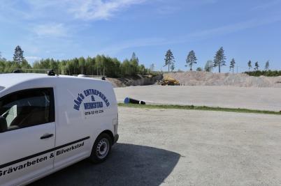 16 maj 2018 - På Hagavallen förberedde man läggningen av konstgräsplanen.