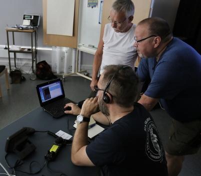 31 maj 2018 - I samband med Krisberedskapsveckan visade Årjängs radioamatörer att de hade utrustning för att klara kommunens behov av kommunikation även då alla andra system var utslagna.