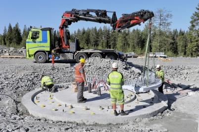 8 juni 2018 - Och i Joarknattens vindkraftspark byggde man fundament.