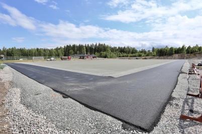 13 juni 2018 - Så var det klart för läggning av konstgräsplanen vid Hagavallen.