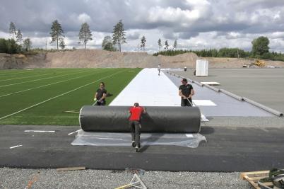 21 juni 2018 - Det rullades ut mattor med konstgräs . .