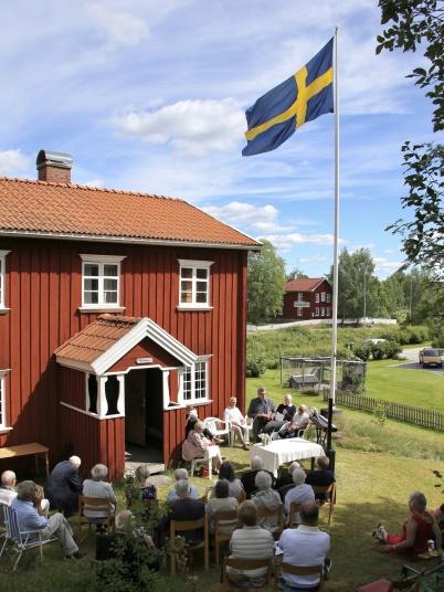 24 juni 2018 - Och vid Nordmarksstugan var det traditionsenlig friluftsgudstjänst i samband med Hembygsföreningens årsmöte.