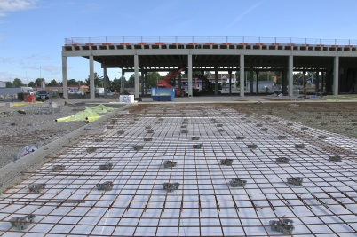 26 juni 2018 - Och vid shoppingcentret var det klart för gjutning av golvplattan.