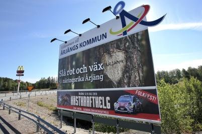 26 juni 2018 - Kommunen satte upp ny information på strategiska platser längs med E18.
