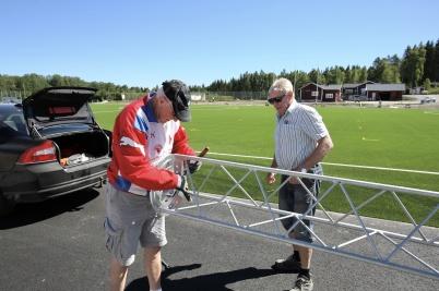 29 juni 2018 - Och vid Hagavallen började man montera nya belysnings-stolpar.
