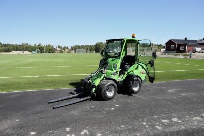 3 juli 2018 - Hagavallen fick ny utrustning för skötsel av konstgräs-planen.