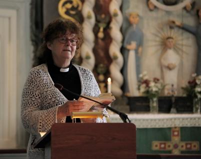 3 juli 2018 - Prästen Boel-Marie Lennartsdotter höll andakt i kyrkan.