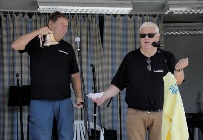 6 juli 2018 - Och på torget var det dags att inviga Töcksmarksveckans 40-års fest.