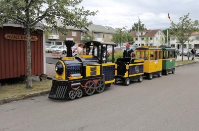 7 juli 2018 - Töcksmarksveckan 40-år - barnen fick åka en rundtur i Töcksfors med shoppingcentrets tåg.