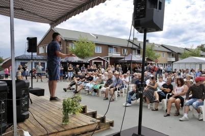 7 juli 2018 - Töcksmarksveckan 40-år - Malte Hallquist sjöng, spelade och framför allt talade från scenen.