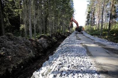 10 juli 2018 - Och så var det bråttom att få vägarna till Joarknattens vindkrafts-park klara för snart skulle Vestas komma med de första delarna till vindkraft-verken.