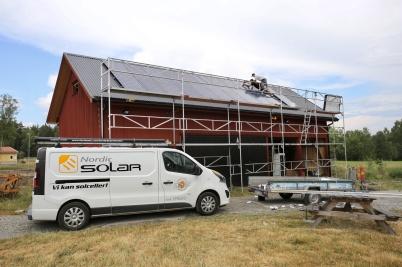 12 juli 2018 - Ett av husen vid Kulturladan Verket försågs med solceller.