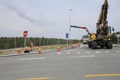 18 juli 2018 - Man byggde om vägkorsningar så att transporterna med långa delar till vindkraftverken kunde komma fram.