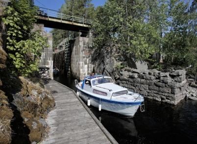 20 juli 2018 - Trots den låga vatten-nivån var båttrafiken på Dalslands Kanal livlig detta jubileumsår.