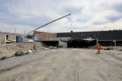 2 augusti 2018 - Vid shoppingcentret hade arbetet med utbyggnaden kommit igång igen efter semestern.