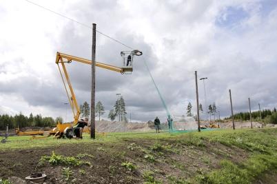 17 augusti 2018 - Vid Hagavallen gjorde man sista arbetet inför invigningen av konstgräsplanen.