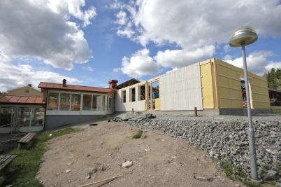 21 augusti 2018 - Och vid Töcksfors skola fortsatte arbetet med om- och tillbyggnad.
