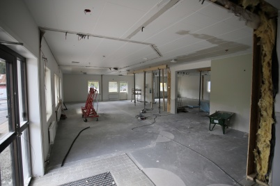 21 augusti 2018 - Inne i det som ska bli nya mellanstadieskolan fortsatte rivningsarbetet.