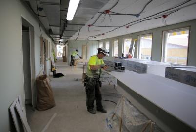 3 september 2018 - Vid skolan jobbade man med skolpersonalens nya lokaler.