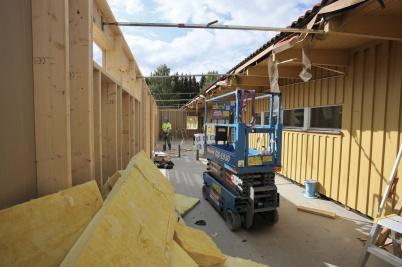 3 september 2018 - Och mellanstadie-skolans nya entré började ta form.