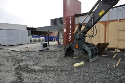 17 september 2018 - Och vid Älverud satte grävskopan klorna i ÖoB huset.