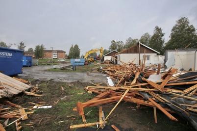 21 september 2018 - Parhusen på Solängen blev till sten- och brädhögar.