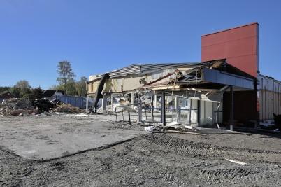 24 september 2018 - Och vid Älverud pågick rivningen av ÖoB huset.