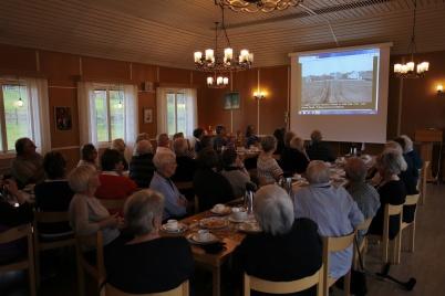 9 oktober 2018 - Och så var det 11-träff i församlingshemmet med visning av historiska bilder från Töcksfors.