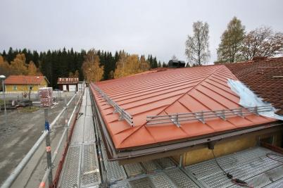 16 oktober 2018 - Nya mellanstadie-skolans nya entré kom under tak.