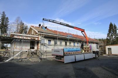 19 oktober 2018 - Vid Turistgården färdigställde man taket till nya boende-avdelningen.