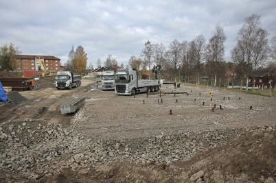 25 oktober 2018 - Och på Solängen fortsatte markarbetet för de nya hyres-husen.