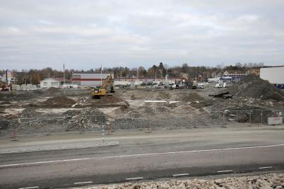 5 november 2018 - Och vid Älverud jobbade man med shoppingcentrets nya uteparkering.