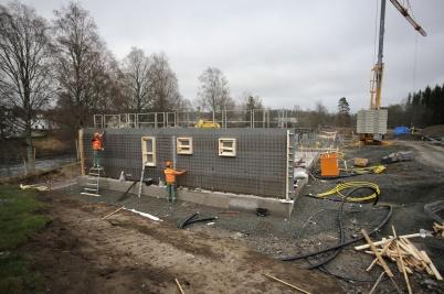 15 november 2018 - Och så var det dags att gjuta väggar till första hyreshuset på Solängen.