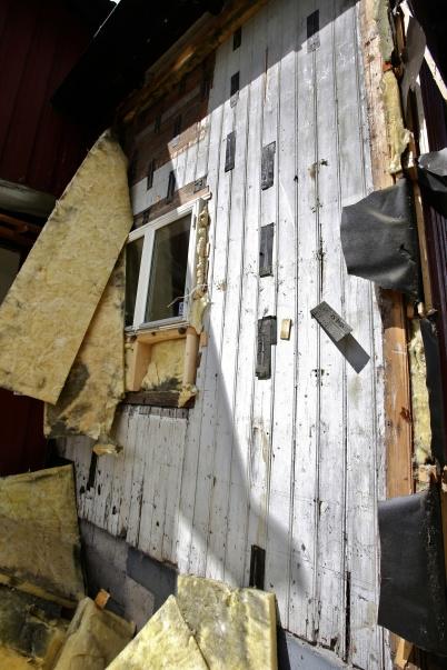 20 juli 2016 - Den ursprungliga fasad-panelen kom fram vid rivningen.