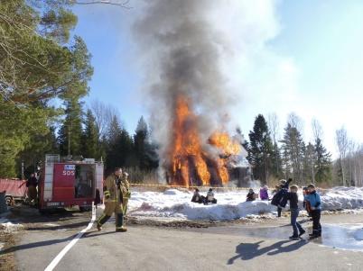 13 mars 2010 - Skolvaktmästarbostaden bränns ner för att ge plats åt nya förskolan Junibacken.