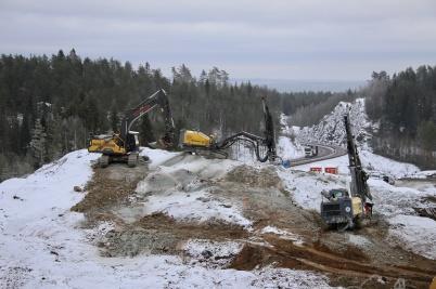 22 januari 2019 - Vid tullstationsbygget borrades det i berget.