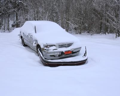 30 januari 2019 - Torsvikens strand blev soptipp för norrmännens skrotbil och skrotade bildelar.