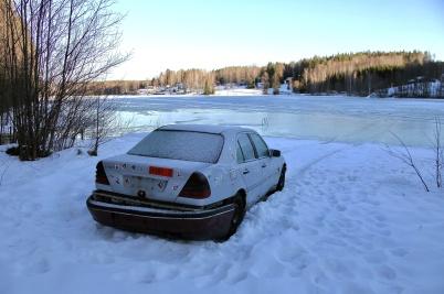 11 februari 2019 - Vid Torsviken stod den norska skrotbilen kvar.