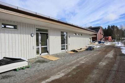 18 mars 2019 - Och vid Töcksfors skola fortsatte arbetet med mellanstadie-skolans nya lokaler.