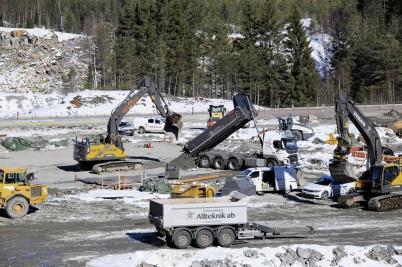 19 mars 2019 - Vid gränsen började man lägga grunden till nya tullstationen.