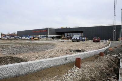22 mars 2019 - Shoppingcentrets uteparkering färdigställdes.