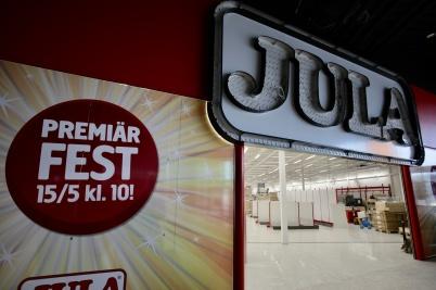 6 april 2019 - Det pågick ett intensivt arbete med att få JULA-butiken klar till premiären.