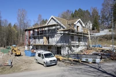 9 april 2019 - Och arbetet med att göra om Seftonhuset till hyreshus fortskred.