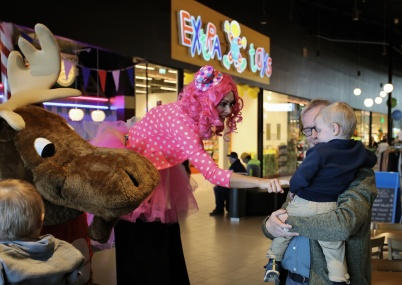 13 april 2019 - Invigningsfesten fortsatte i shoppingcentret.