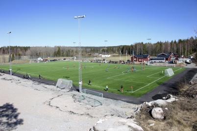 13 april 2019 - På Hagavallen spelade man fotboll på nya konstgräsplanen.