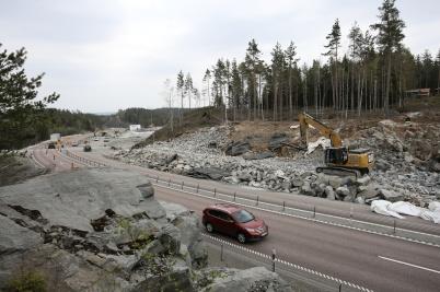 25 april 2019 - Vid gränsen byggde man påfartsramp till nya tullstationen.