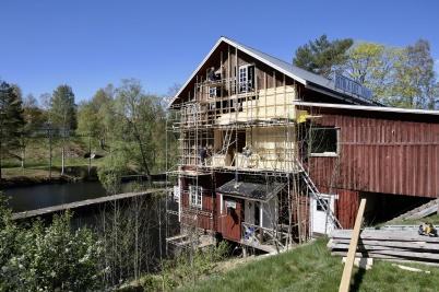 2 maj 2019 - Arbetet med renovering av Kvarnen fortskred.